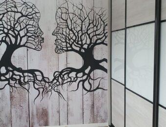 Czerń,biel i drewno.